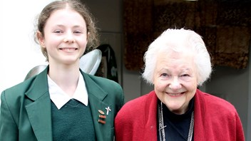 Thomasin McKenzie with her grandmother, Dame Kate Harcourt DNZM